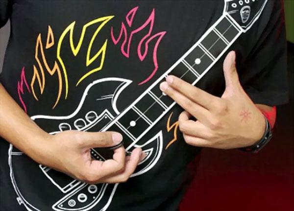 футболка, которая умеет играть