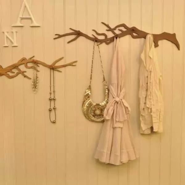 Вешалки для одежды и украшений Oska Hook - оригинальная идя использования веток в интерьере от Hanna Francis