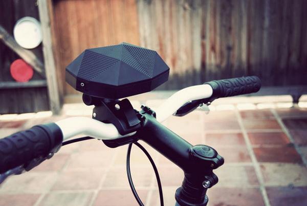 динамики, встроенные в руль велосипеда