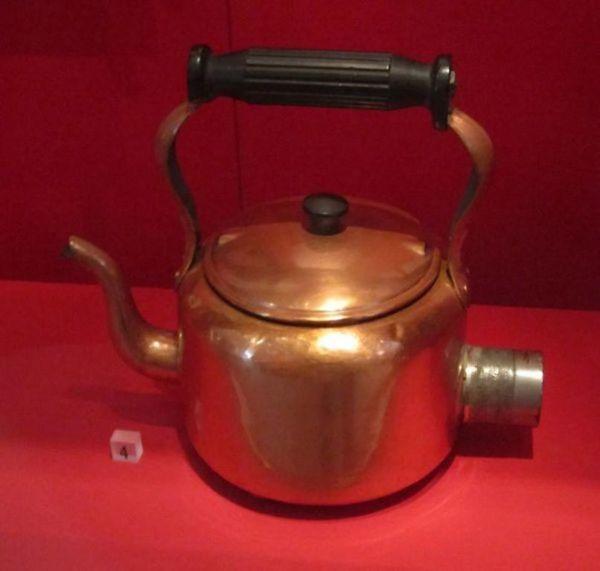 Первый электрический чайник