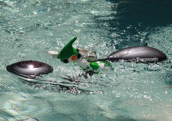 Робот Evolta на водном скутере