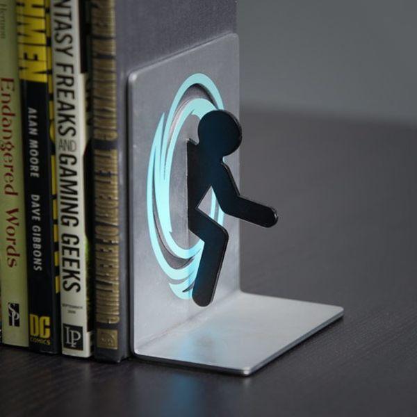 Подставка для книг в виде портала