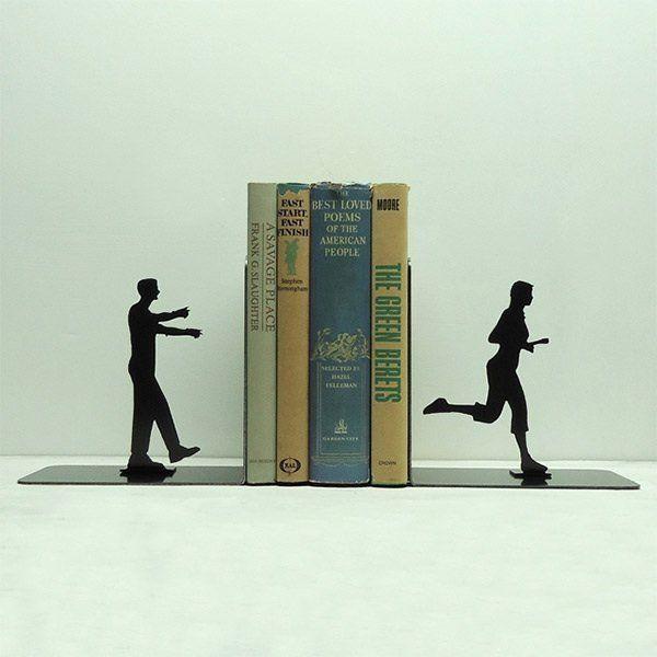 Мужчина и женщина: подставка для книг