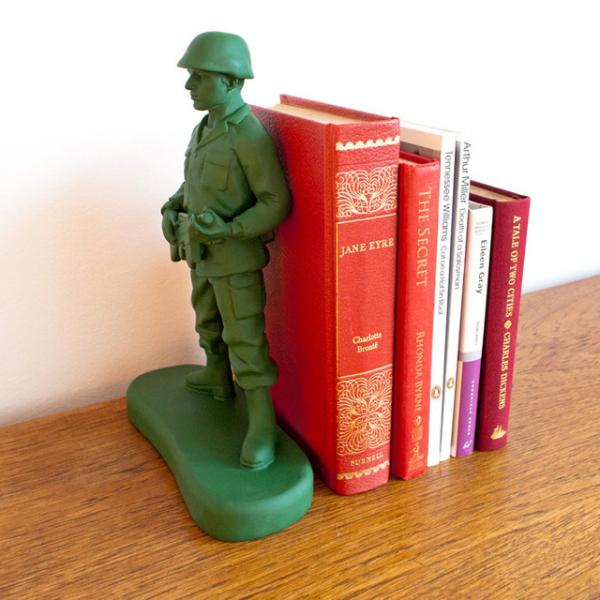 Подставка для книг в виде солдата