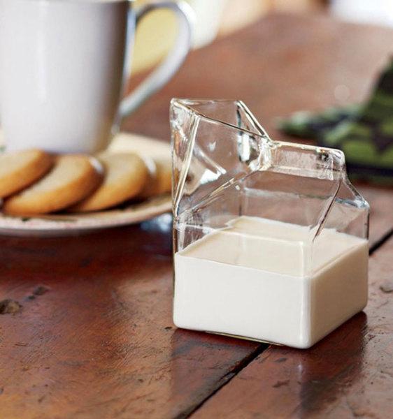 стеклянный молочник оригинальной формы