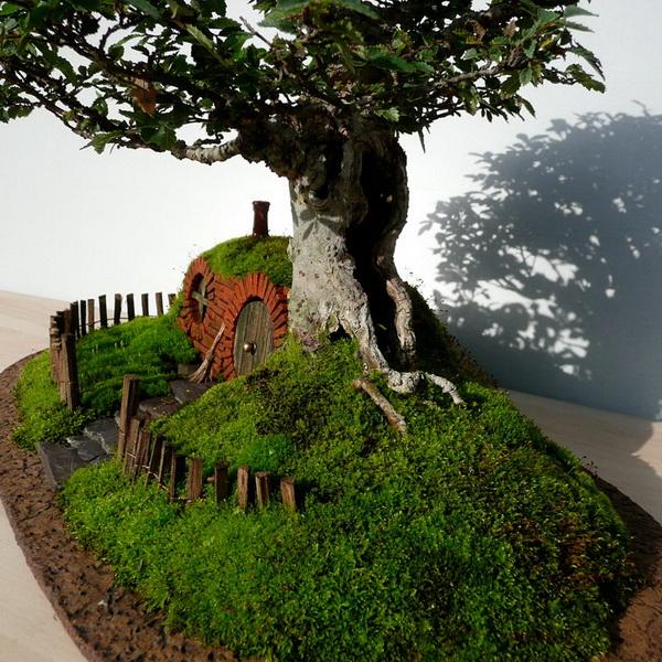 Коллекция деревьев «бонсай» с жилищем для хоббитов: любителям фильма «Властелин колец» посвящается