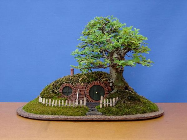Chris Guise: домик-бонсай с домиком для любимых сказочных героев