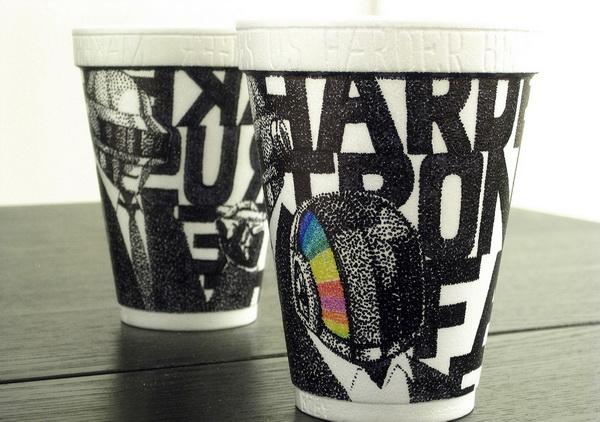 Cheeming Boey: раскрашенные бумажные стаканчики из-под кофе