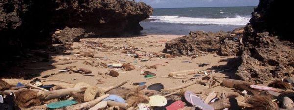 захламленные пляжи Кении