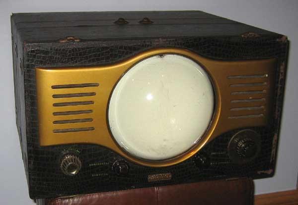 Стильный ретро-телевизор Automatic TVP-490 образца 1949 года