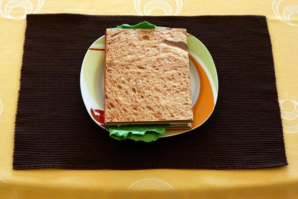 книга-сэндвич от дизайнера Pawel Piotrowski