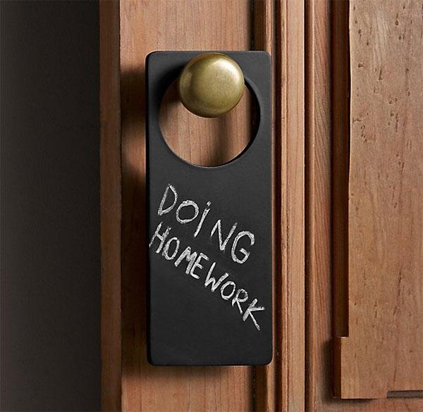 Демократичная табличка на двери