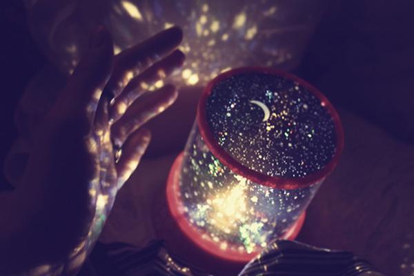 Star master lamp – проектор, создающий иллюзию звездного неба в двух цветовых режимах