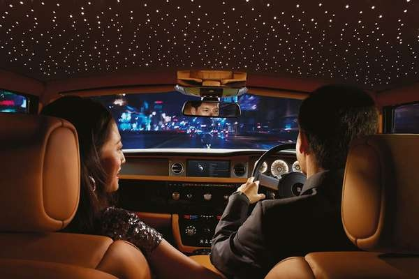 Starlight headliner – звездное небо под крышей Rolls Royce