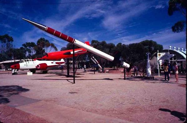 Выставка ракет и самолет с закрытого космодрома Woomera