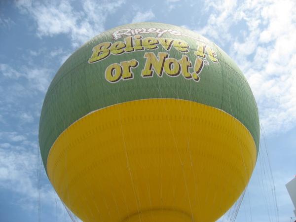 Огромный туристический воздушный шар