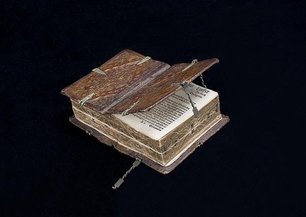 Уникальная средневековая книга с молитвами