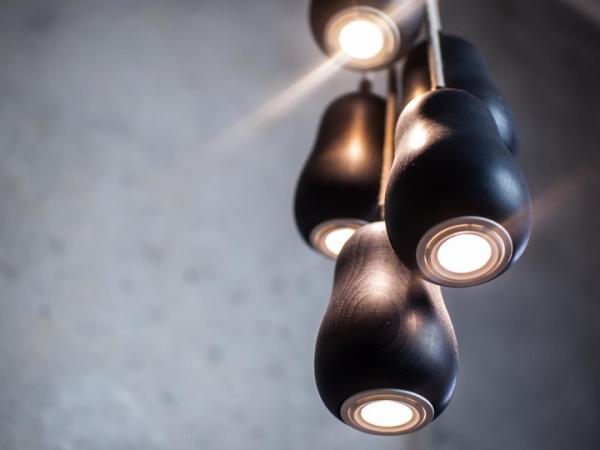 Babula - светильник из 5 деревянных плафонов.