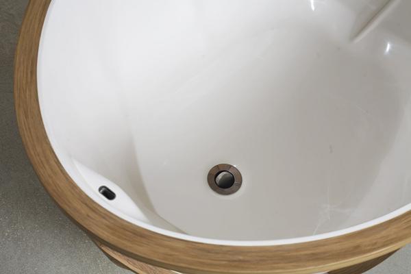 Отделка ванной деревянными рейками
