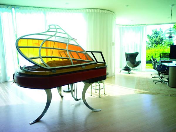 PH Grand рояль в квартире в Лос-Анджелесе.