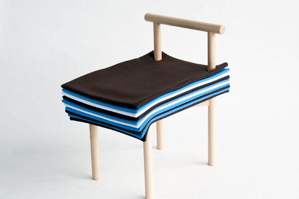 Высоту стула можно отрегулировать с помощью подушек