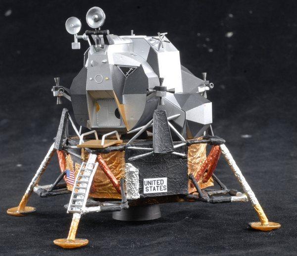 Пластиковая модель Аполлон-11