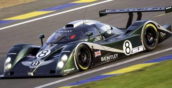 Болид Bentley Speed 8 на гоночной трассе. Фото: marki-avto.ru