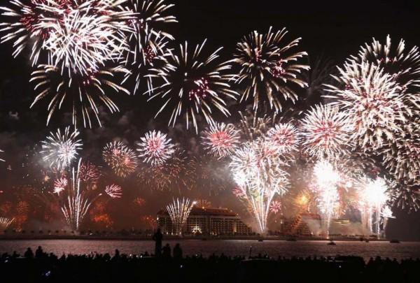 Новогодний фейерверк 2014 в Арабских Эмиратах  побил мировой рекорд