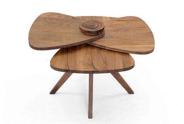 Четырёхлепестковый деревянный стол