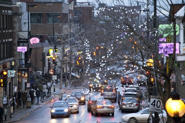 Иллюминация на улицах Монреаля.