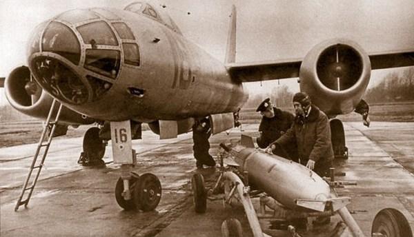 Ил-28 на аэродроме. Фото: combataircraft.com
