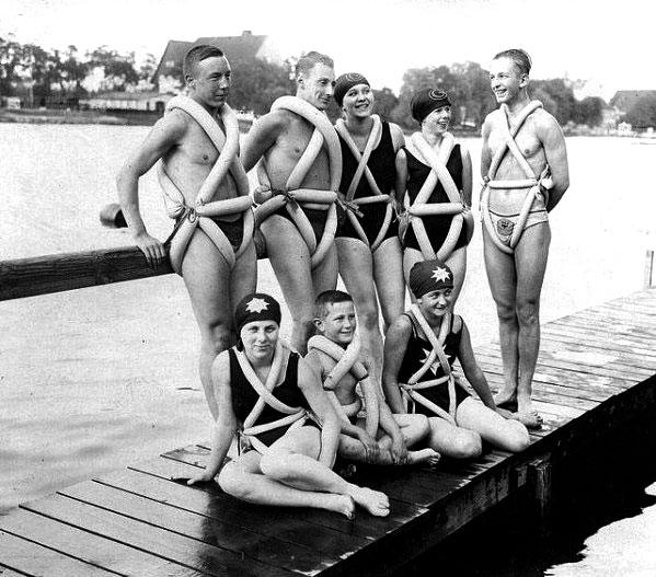 Плавательные жилеты прошлого века
