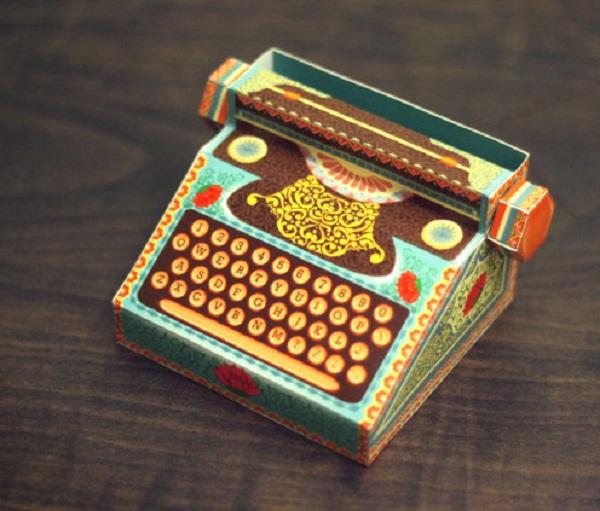Настольный календарь в виде пишущей машинки