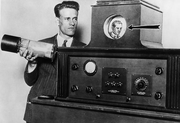 Фило Фарнсуорт и один из первых в мире телевизоров