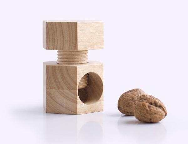 Безопасный деревянный Щелкунчик.
