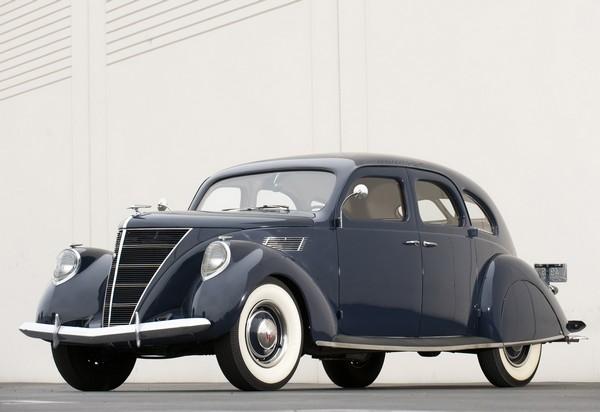 Lincoln-Zephyr – первый аэродинамический автомобиль. Источник фото: Autogaleria.hu