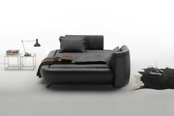 Лёгким движением руки кровать превращается в диван