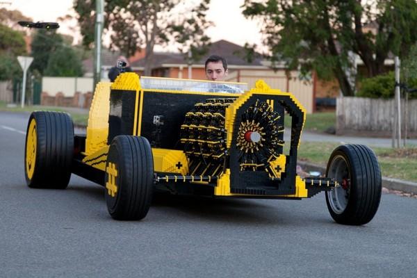Автомобиль из конструктора LEGO