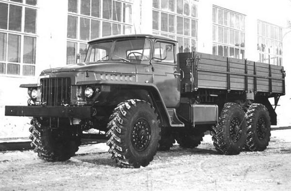 Урал-375 – шестиосный внедорожник. Источник фото: denisovets.ru
