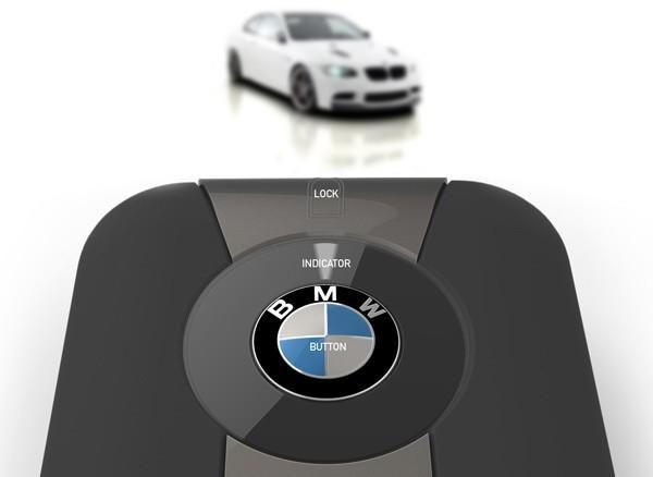 Car Compass – девайс для поиска автомобиля на стоянке. Источник фото: gizmotop.com