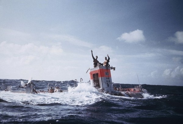Погружение батискафа Триест на дно Марианской впадины. Источник фото: Thewatchquote