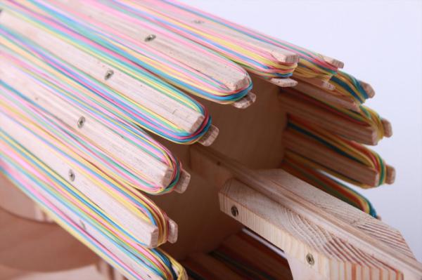 16 стволов заряжены 672 разноцветными резинками.