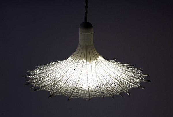 Необычный светильник из твердого полимера