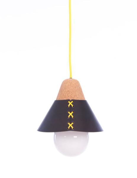 Лампа с желтой шнуровкой