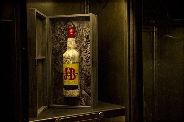 Татуированные бутылки с виски