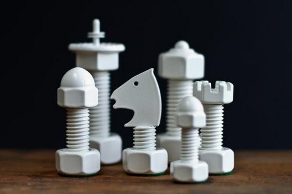Tool Chess из гаек и болтов