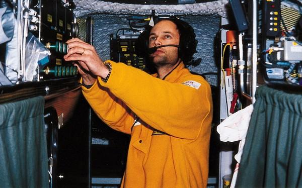 Бертран Пикар во время полета на Breitling Orbiter 3. Источник фото: breitlingsource.com