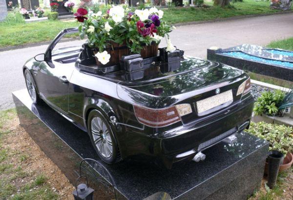 Гранитый памятник BMW M3