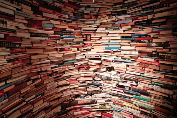 Оригинальный лабиринт из книг