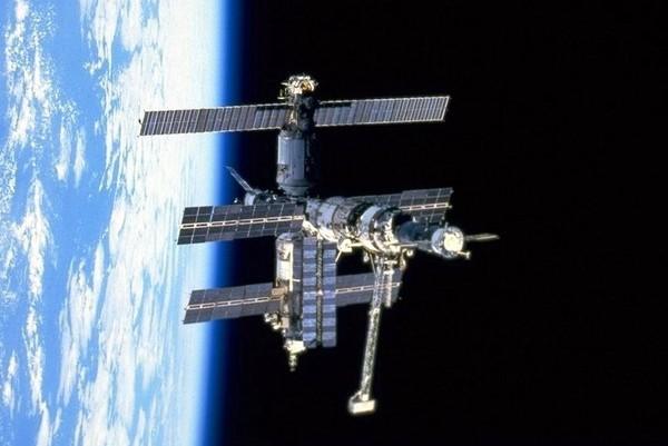 Орбитальная станция Мир. Источник фото: zavasek.narod.ru